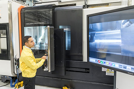Julio Corona, Technician, demonstrates Audio-visual solutions in Sandvik Coromant's Center in Sandviken.